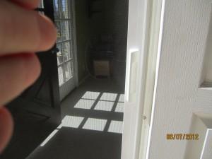 Egronomic Nylon Handle for a Quality Retractable Screen Door