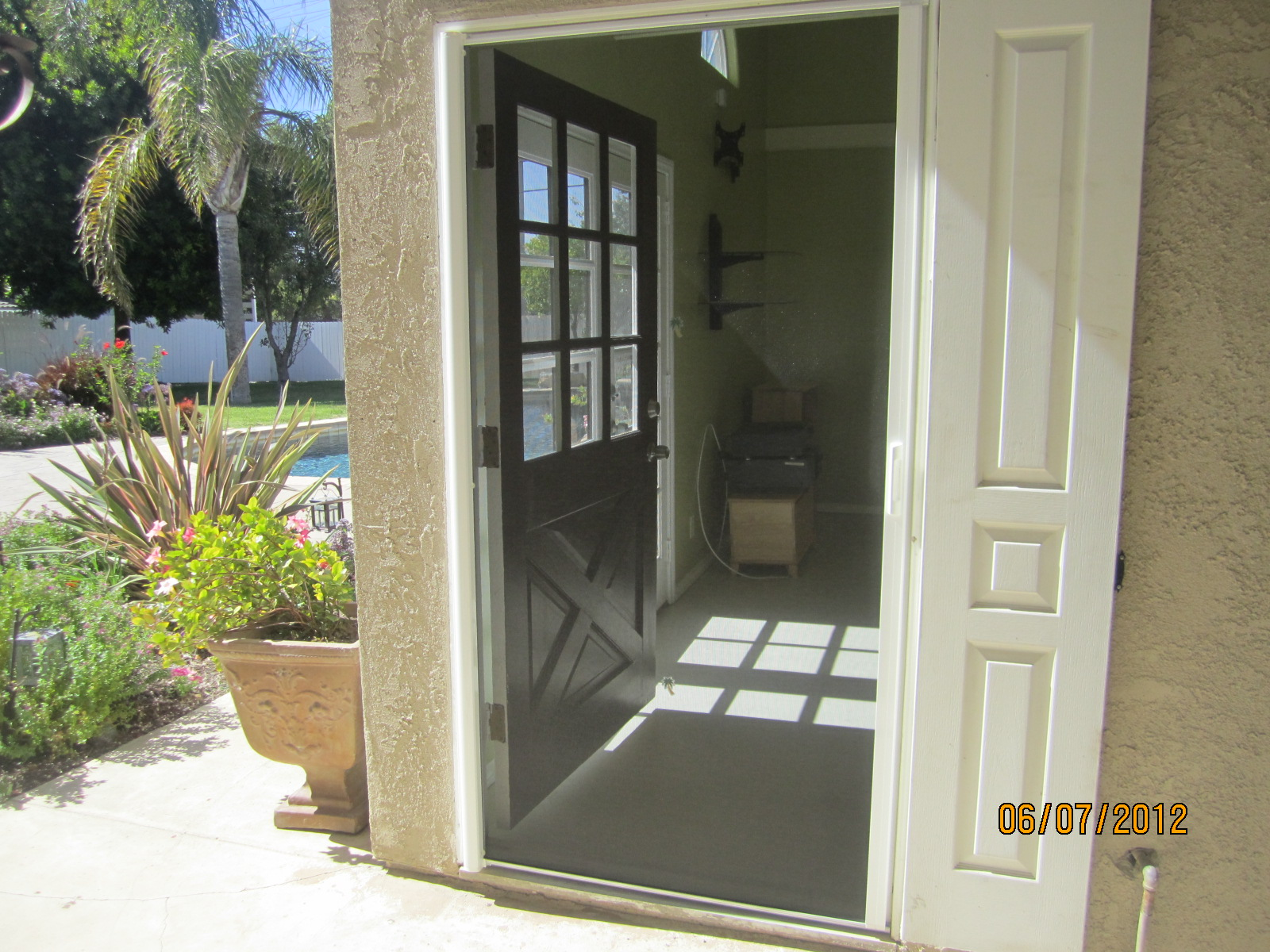 Exterior view retracted single retractable screen door for Andersen french door retractable screens